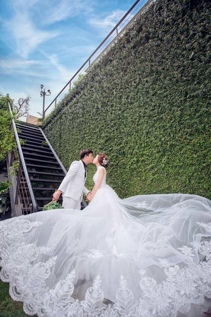 nàng dâu nên chọn váy cưới màu gì là phù hợp nhất?