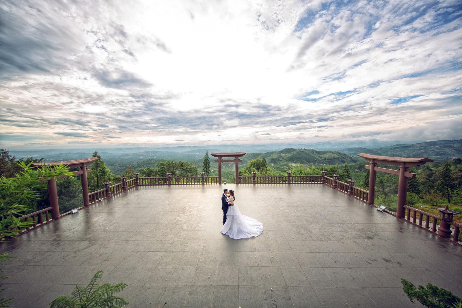 Chụp ảnh cưới ngoại cảnh linh quy pháp ấn