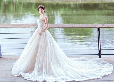 Xu hướng váy cưới 2021 đậm chất cổ điển và cảm hứng thiên nhiên