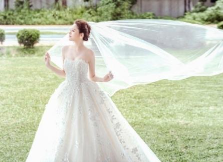 Xu hướng váy cưới đẹp mùa cưới 2021-2022