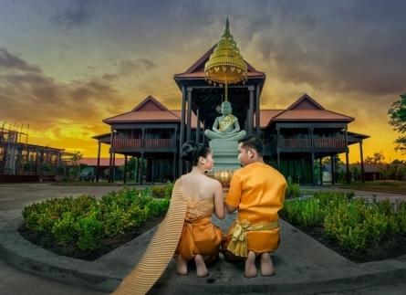 2 cặp uyên ương rủ nhau chụp ảnh cưới tập thể ở Đà Lạt, Nha Trang