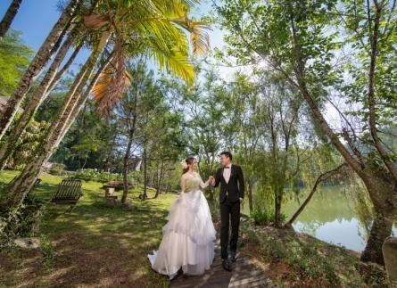 Mùa mưa có đi chụp hình cưới ngoại cảnh được không ?