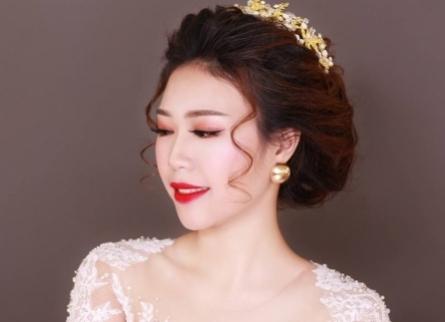 Trang Điểm cô dâu đẹp lung linh với môi đỏ hồng
